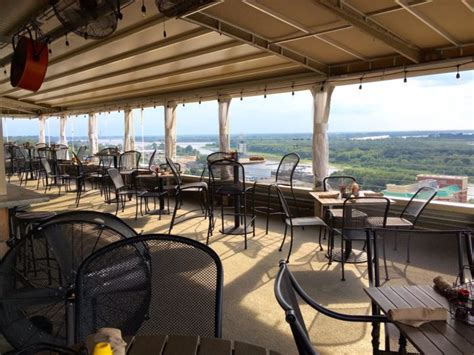 11 Restaurants In Mississippi With Incredible Outdoor Dining