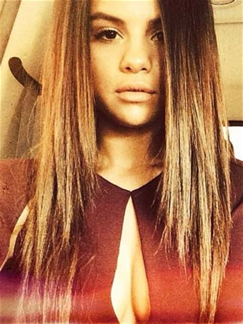 Wow, Justin Bieber! Selena Gomez shows off boobs in VERY