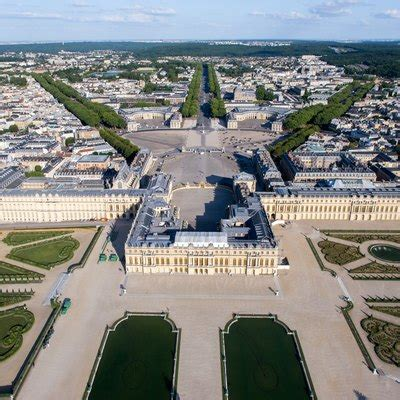 5 Facts About the Grounds Surrounding the Palace of